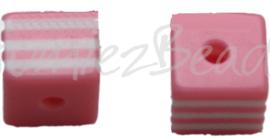 00146 Resin Vierkante kraal Roze/wit 8mm; gat 2mm 11 stuks