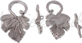 01557 Kapittelslot blad Antiek zilver (Nikkelvrij) 22mmx37mm; staafje 25mm; gat 1,5mm 2 stuks