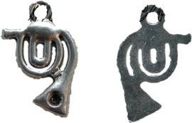 01668 Bedel hoorn Antiek zilver 21mmx13mm