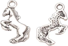 04471 Bedel Paard Antiek zilver (Nikkelvrij) 20mmx13mmx2mm; gat 2mm 7 stuks