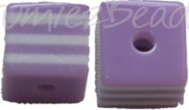 00844 Resin Vierkante kraal Paars/wit 8mm; gat 2mm 11 stuks