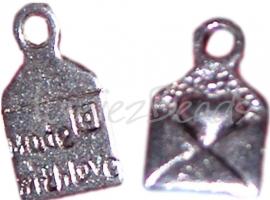 00093 Bedel envelop made with love Antiek zilver (nikkel vrij) 11 stuks