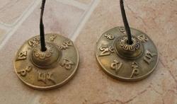Tibetaanse bel met inscriptie een Tingsha