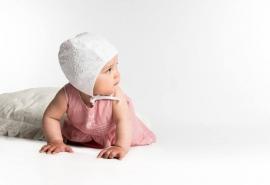 Bonnet 'Hilda Jr. Eyelet White' - maat 42/46/48 CTH Mini
