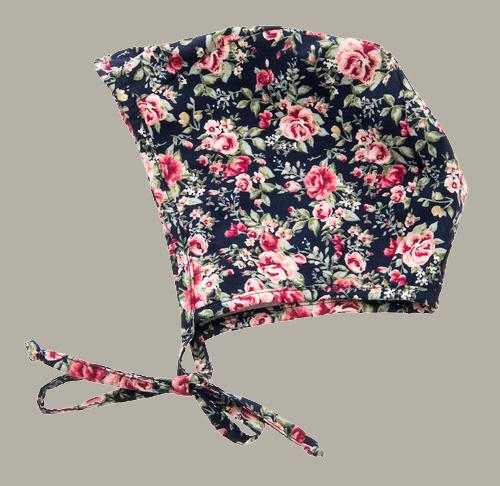 Bonnet 'Esther Roses Dark Blue' - reversible rozen dessin - maat 42/44/46 - CTH Mini