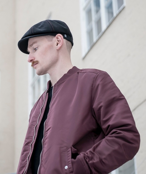 Pet `Max Melton Black` - zwart wollen newsboy cap met rode stiksels - maat 59/61 - CTH Ericson