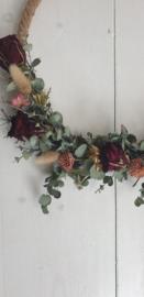 Touwring met droogbloemen