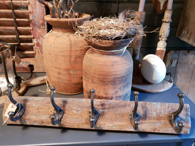 Kapstok op oud hout
