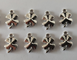 Metalen bedeltjes - klavertje - zilver - 8 stuks