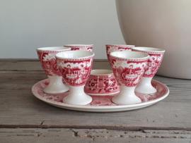 Tea Drinker rood Societe Ceramique. Eierdopset compleet met org. zoutvaatje