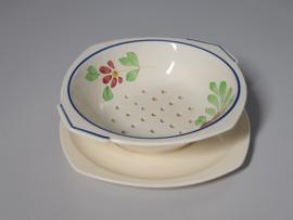Boerenbont Societe Ceramique blauw-rode bloem Fruittest op onderschotel