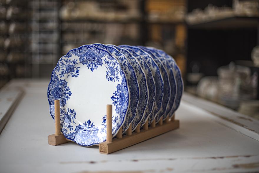 Bordenrek met borden van Boch BFK Dordrecht