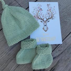 Babysokjes en mutsje olijfgroen