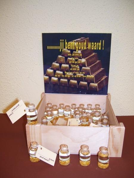 Flesje bladgoud 24 karaats met kaartje...`Jij bent goud waard`
