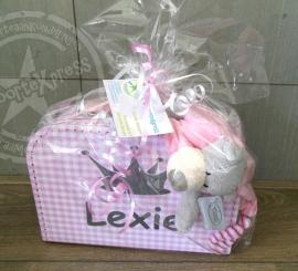 roze  ruitjeskoffertje met naam en knuffel