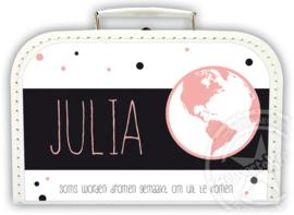 Koffertje met naam *Wereldbol meisje* Diverse kleuren koffertjes en bedrukking