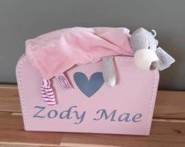 koffertje met naam (diverse afbeeldingen) en knuffeldoekje beer -meisje