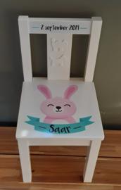 Stoeltje met naam 'konijn' meisje (en tafeltje)