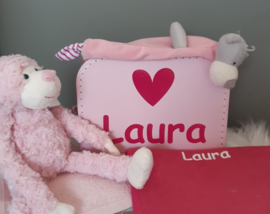 extra gevuld kraamkoffertje met naam en afbeelding - meisje