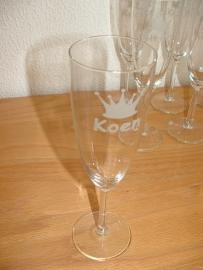 Champagneglazen met naam en kroontje