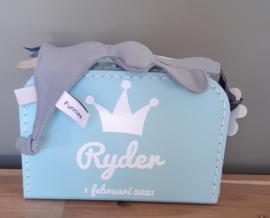 koffertje met kroon, naam en speenknuffeldoekje  konijn ''Snoes'' jongen-meisje
