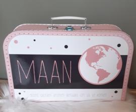 Koffertje met naam *Wereldbol roze* diverse kleuren