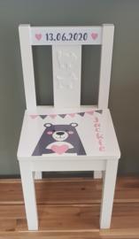 Stuhl mit Bär und  Namen und in verschiedenen Farben