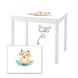 1 of 2 stoelen en tafeltje met naam en vosje jongen