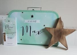 Koffertje met geboortekaartje