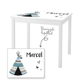 1 of 2 stoelen en tafeltje met naam en tipi tent jongen