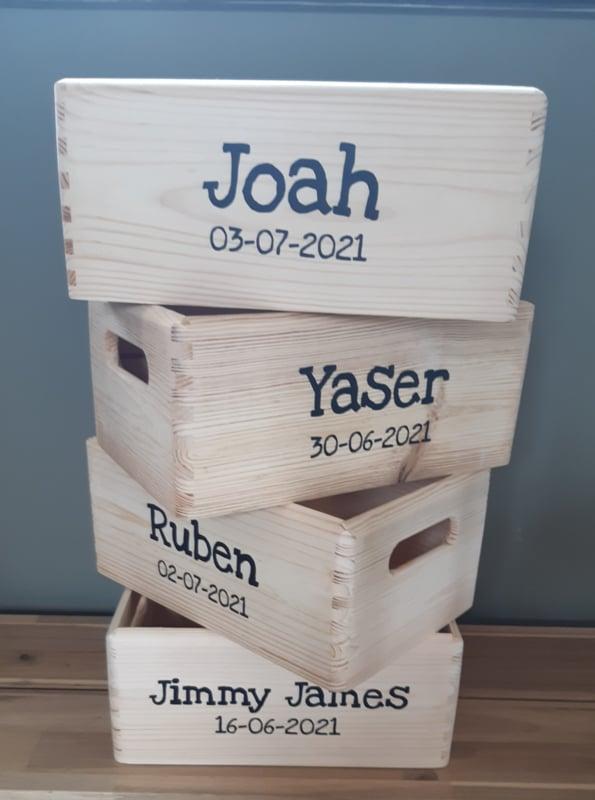 Houten kistje met naam (pakket zelf samenstellen)