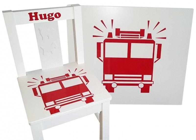 1 of 2 stoelen en tafeltje met naam en brandweerauto