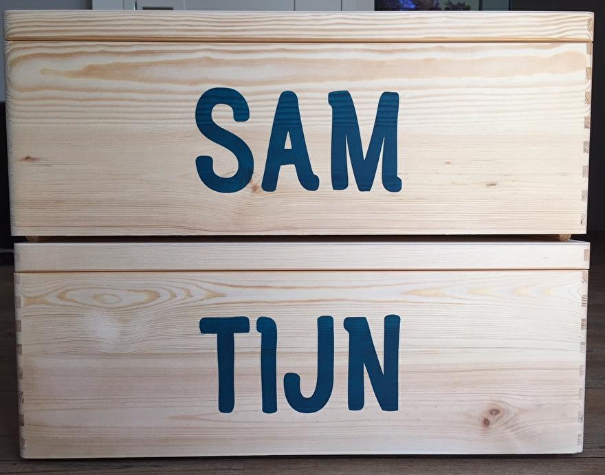 Houten kist met naam - Sam en Tijn