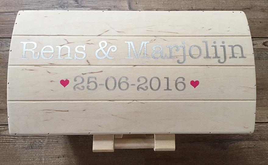 Houten schatkist trouwen - Rens en Marjolijn