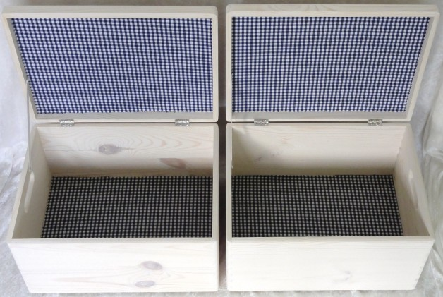 houtenkistjeswhite-washhelemaalbekleedboerenbontdonkerblauw.jpg