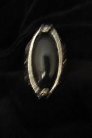 Ring met zwarte ovale steen