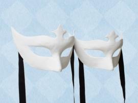 Blanco papier-maché masker van een half gelaat