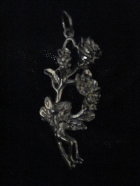 Hanger met elfje en bloemen
