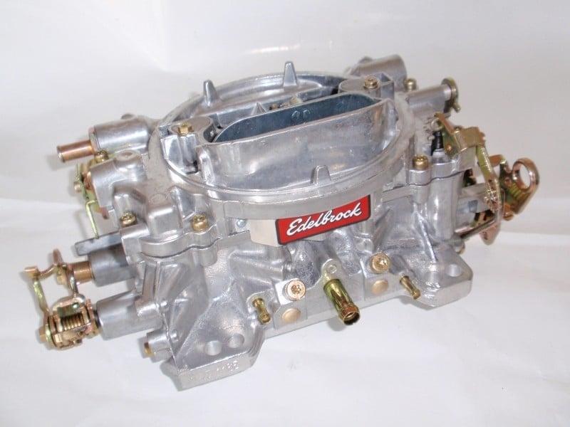 Carburateur edelbrock.