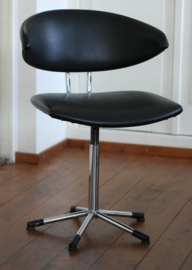 De Wit model nr 7211, Mickey Chair.  Draaibare variant.