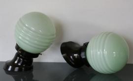 2 identieke wandlampjes met bakelieten voetje