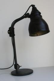 jaren 30 bureaulamp met bakelieten kap.