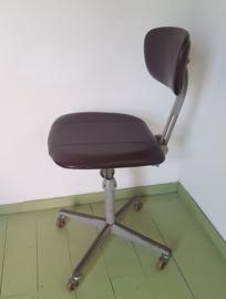 Atelierstoel Friso Kramer voor Ahrend de Cirkel.