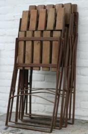 Zware , stevige oude klapstoelen