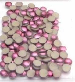 4mm domepearls fuchsia +/- 150 stuks