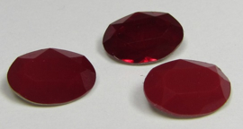 Glass Oval 10 x 14 mm Milky Opaque Red (per 1)