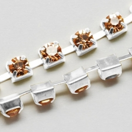 Cup Chain SS8 2,5 mm Light Peach (meter)