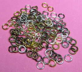 Ring Enkel 4 mm Mix H475 (per 5 gram)