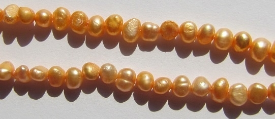 Zoetwaterparel Oranje Nugget 4-5 mm Z057 (per streng)