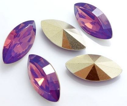 Resin Navette 7 x 15 mm Cyclamen Opal (per 3)